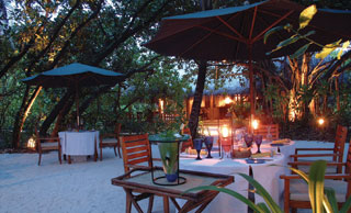 Romantic dining in a garden setting under the stars or in a Maldivian Style open air restaurant. This specialty dining venue serving dishes from Maldives , Thailand, India , as well as other Asian delicacies.